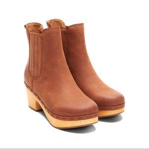 NIB Frye & Co Odessa Chelsea Clog Boots